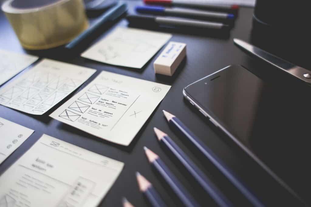 designer projetando interface do usuário do aplicativo