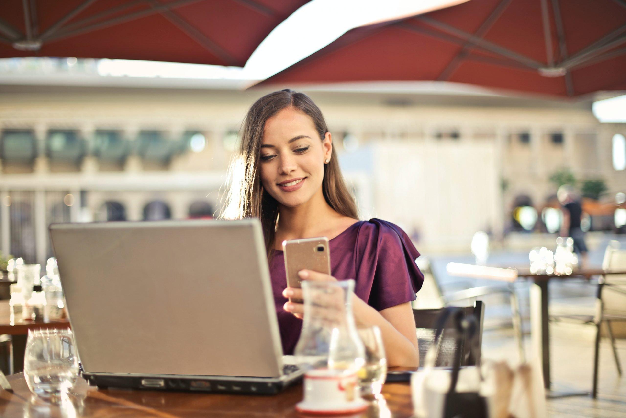Pessoa Atuando Com Mobile Device Manager