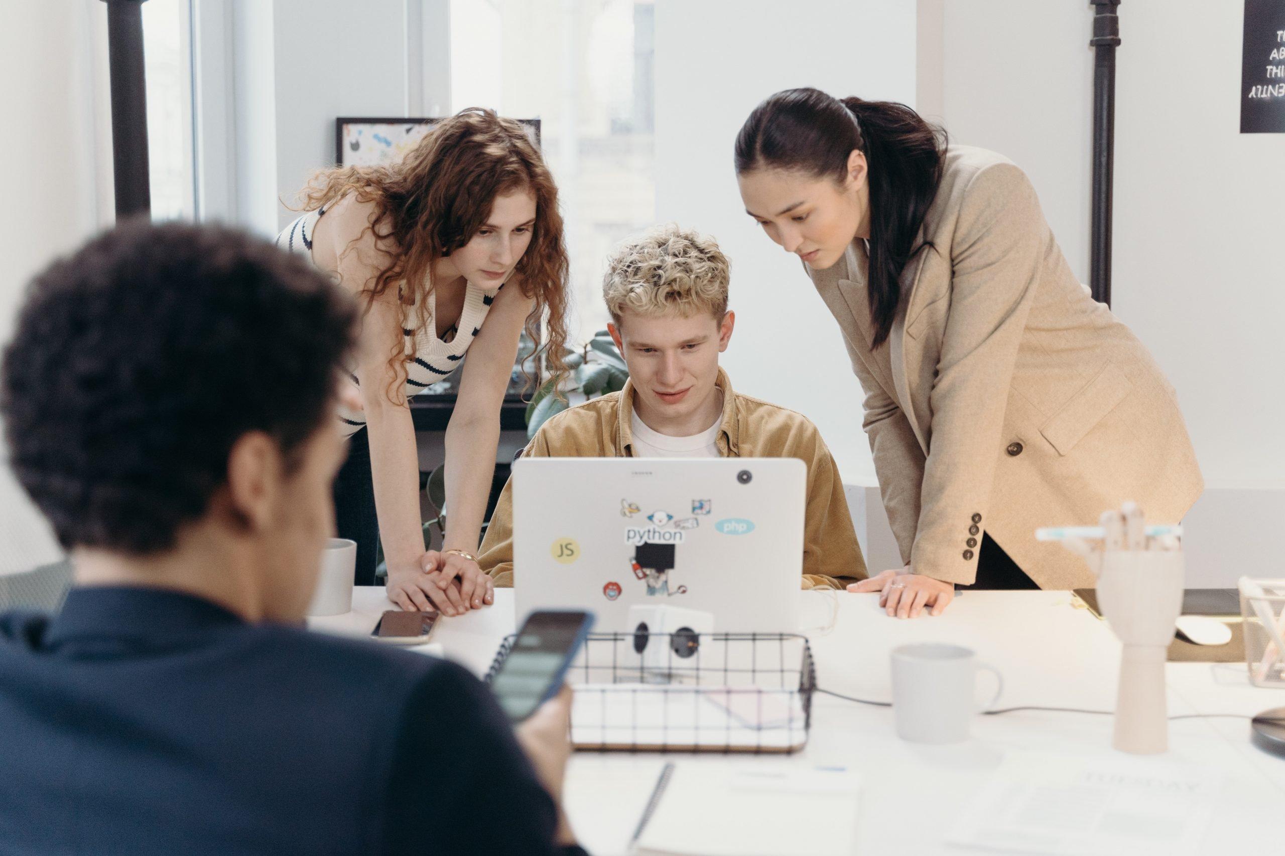 Pessoas Aprendendo Sobre Sustentabilidade Empresarial