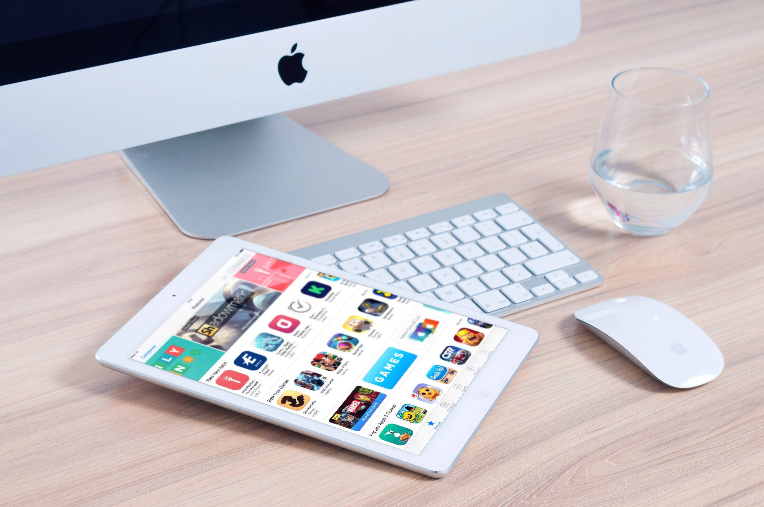 Pessoas Utilizando App Para Empresas